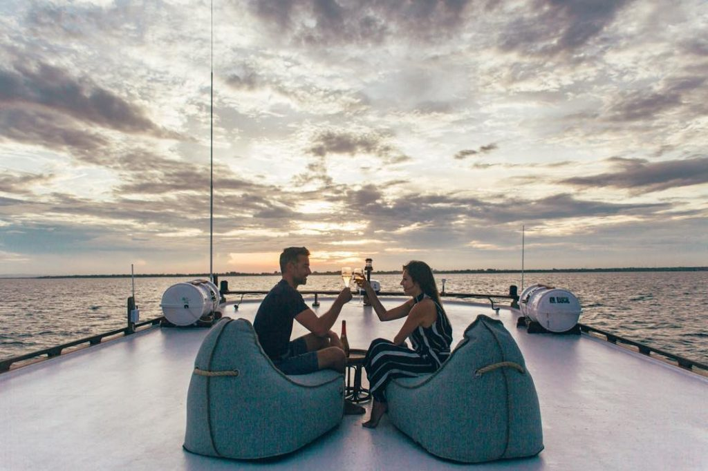 Why Sailing Trip Labuan Bajo is Honeymoon Perfect!