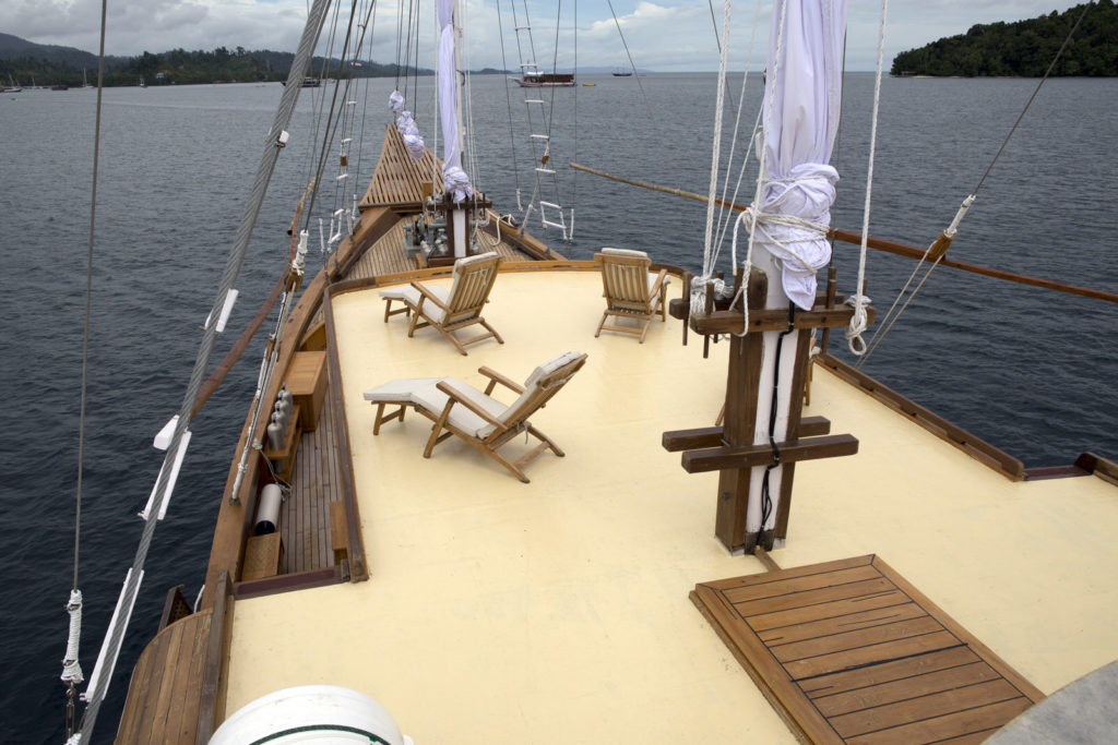 Sailing Tour with Boat Charter Komodo